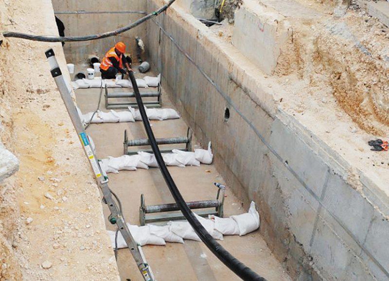הנחת הכבל התת קרקעי סמוך לטדי (צילום: חברת החשמל)