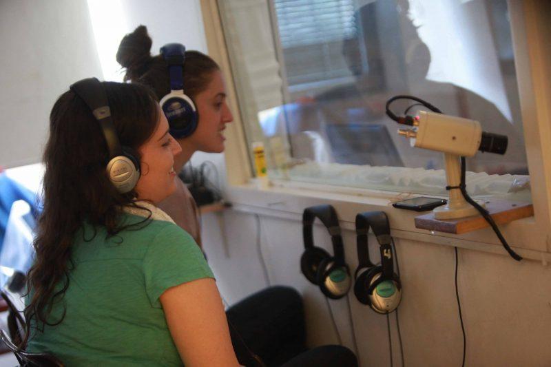 בדיקות שמיעה במכללת הדסה ירושלים (צילום: ענבל רוז)