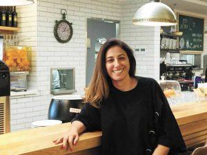 סימה בן חיים בקפה שלוה (צילום: לביא סער)