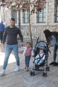קובי מויאל והמשפחה (צילום: פול סגל)