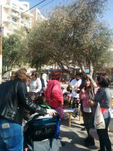 הפגנה נגד סגירת פאב המפלצת במרכז המסחרי בקרית היובל (צילום: לורה ורטון)