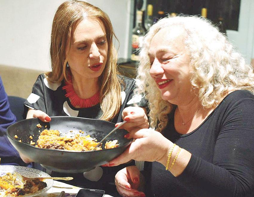 ארוחה ירושלמית. סיגל קליין אצל חן ואלון (צילום חן קורן)
