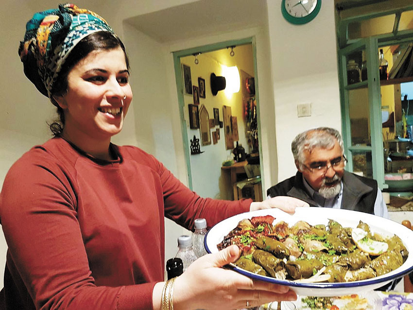 ארוחה ירושלמית. סיגל קליין אצל חן ואלון (צילום: נעמי ניר הוברמן)