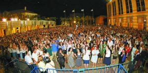 חגיגות ערב יום העצמאות בכיכר ספרא (צילום: מל בריקמן)
