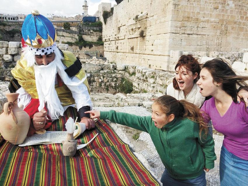 חותם המלך חזקיהו ברובע היהודי (צילום: אלקנה שטיינמיץ)