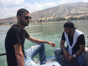 יחיאב כהן ובר סבג במהלך החיפושים בכנרת