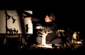 """מתוך הצגת """"נקודת אור"""", תיאטרון הקרון (צילום: דור קדמי)"""