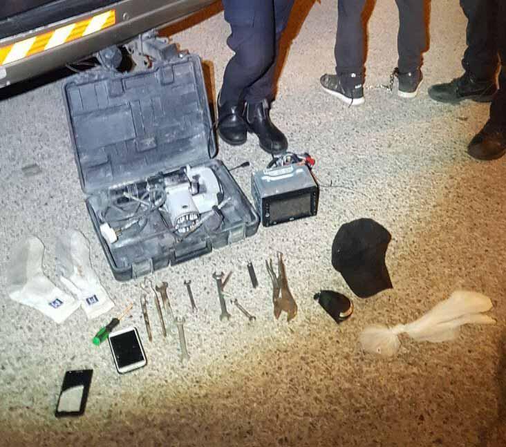 כלי הפריצה שנתפסו בידי החשוד (צילום: דוברות המשטרה)