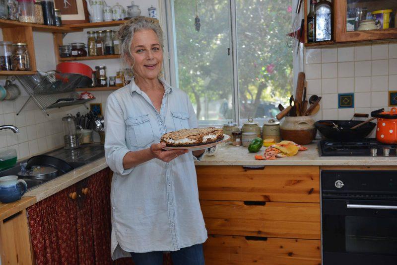 רמה בן צבי במטבח ביתה (צילום: מאיר אליפור)