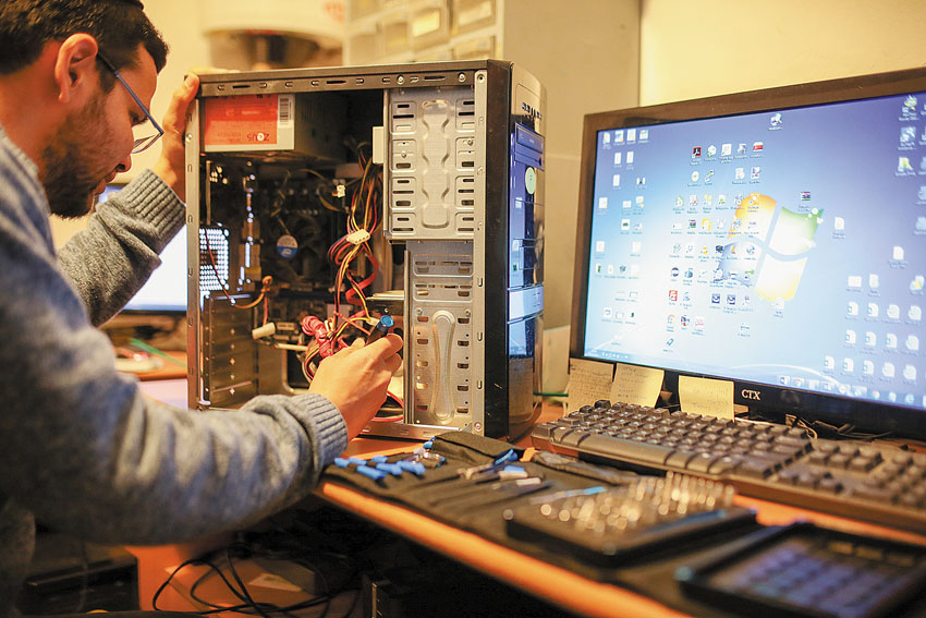 מגה צ'יפ מחשבים (צילום: אורן בן -חקון)