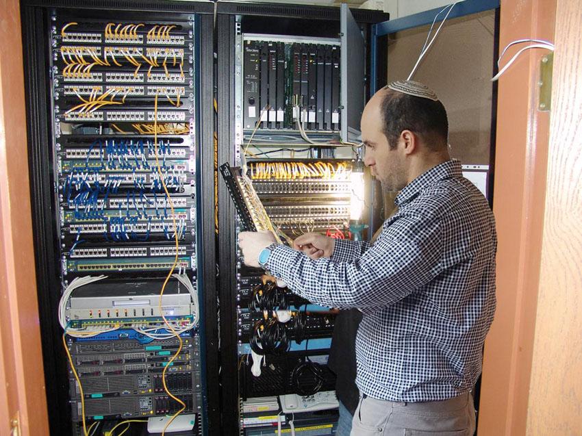 מגה צ'יפ מחשבים (צילום: יעקב מאור)