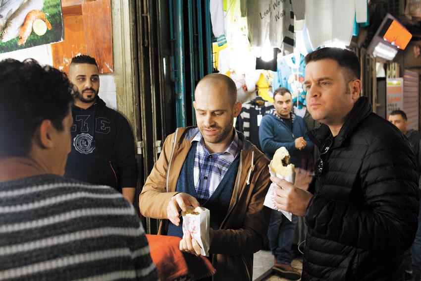 עמית אהרנסון ויהונתן כהן, טעימות רובע מוסלמי (צילום: אסף קרלה)