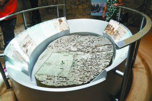 """מתוך התערוכה """"לגעת ברוח"""" במרכז דוידסון (צילום: מאיר אליפור)"""