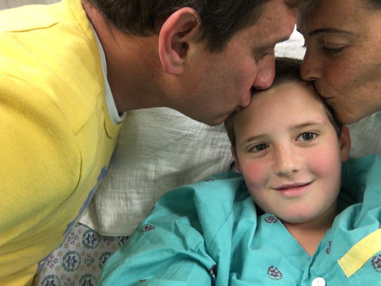עליזה ושרון אדמס עם בנם קורן (צילום: פרטי)