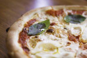 פיצה פלורה (צילום: אסף קרלה)