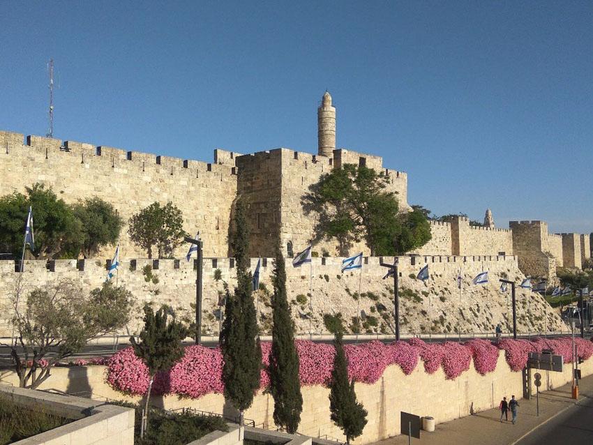 """חומות העיר העתיקה (צילום: קק""""ל)"""