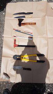 כלי התקיפה בזירת הרצח בארמון הנציב (צילום: דוברות המשטרה)