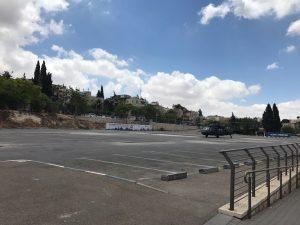 המנחת בחניון מתחם התחנה (צילום: אסף קרלה)