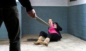גבר מאיים על אישה סכין (צילום: א.ס.א.פ קריאייטיב INGIMAGE)