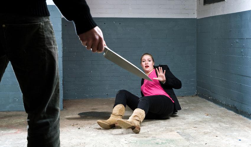 מזעזע: השחית את פניה של אשתו וחתך את אוזנה באמצעות סכין