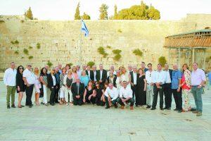 ישיבת הנהלת ארגון בוני ירושלים והסביבה בכותל (צילום: ארנון בוסאני)