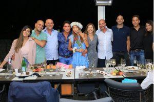אוהד אלחרר ואלי זיימה והמשפחה, במסעדת רופטופ (צילום: רועי מגנטיל)
