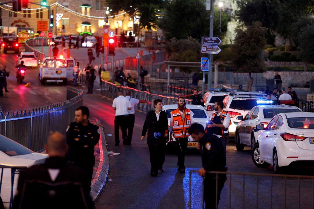 """זירת הפיגוע בשער שכם שבו נרצחה רס""""ר הדס מלכא ז""""ל (צילום: רויטרס AMAR AWAD)"""