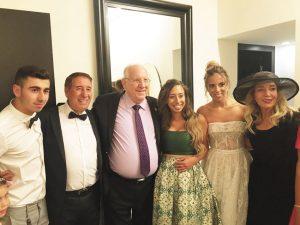 """נשיא המדינה ראובן ריבלין ומשפחת לוי (צילום: יח""""צ)"""