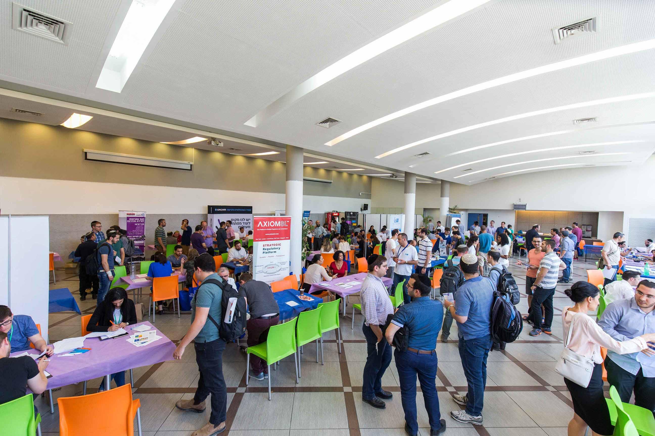 מאות ביריד התעסוקה הדיגיטלי הראשון בעיר