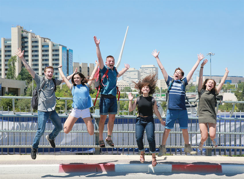 """תלמידי תיכון ליד""""ה, החופש הגדול (צילום: ארנון בוסאני )"""