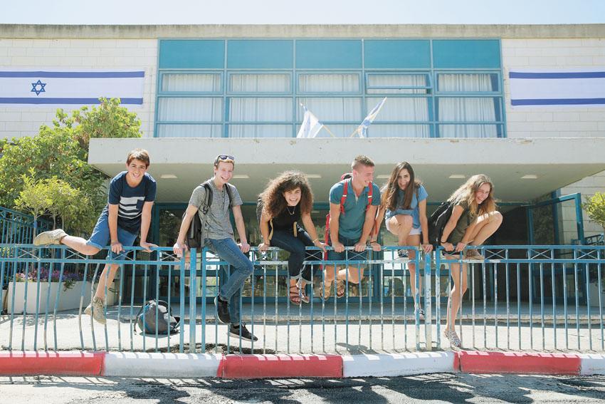 """תלמידי תיכון ליד""""ה -החופש הגדול (צילום: ארנון בוסאני )"""