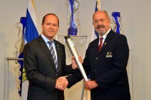 ראש העיר ניר ברקת ונשיא אולימפיאדת הילדים טורסן ראץ' (צילום: ג'קי לוי, באדיבות עיריית ירושלים)