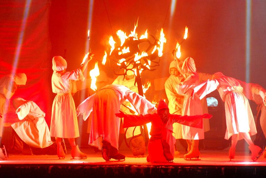 """אייסלנד בארנה - מופע Cirque de Glace (צילום: יח""""צ חו""""ל)"""
