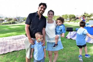 משפחת אפל השבוע בפארק ארנונה - אסף, מיכל, עילי ולירוי (צילום: ברוך סוינוב)