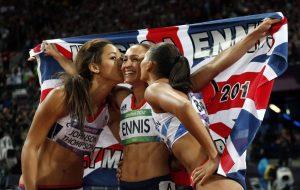(משמאל) האתלטיות קתרינה ג'ונסון תומפסון, ג'סיקה אניס היל ולואיז הייזל (צילום: Matt Dunham AP)