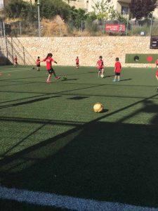 שחקניות הכדורגל הפועל קטמון (צילום: חינית אורןו)