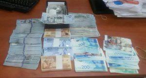 חלק מהכסף המזומן שנתפס (צילום: דוברות המשטרה)