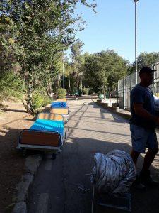 """פירוק אוהל המחאה של הורי הדסה (צילום: יח""""צ)"""