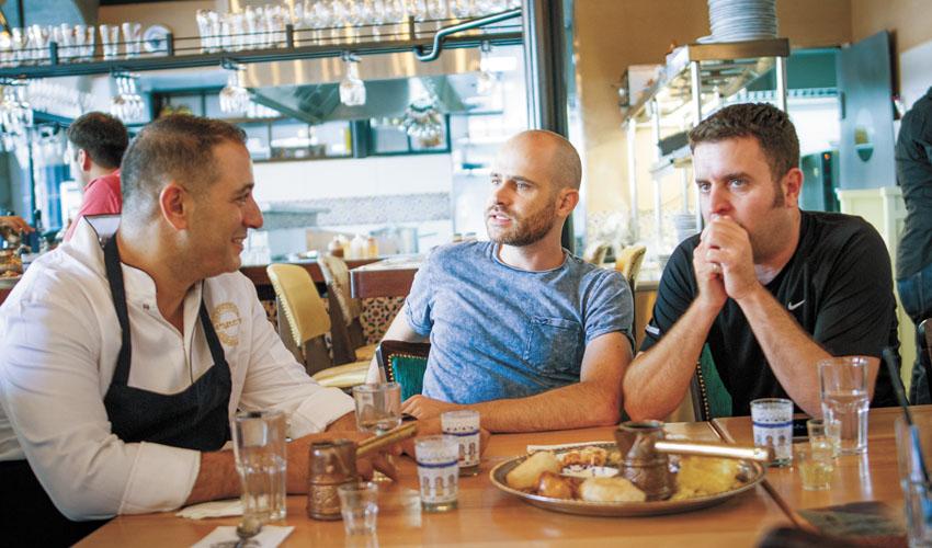 """יהונתן כהן, עמית אהרנסון, אבי לוי, מסעדת """"המוציא"""" (צילום אסף קרלה)"""