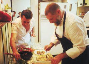 אסף גרניט מכין ארוחה (צילום: מתוך אינסטגרם)