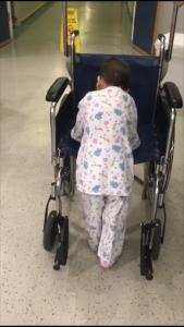 הילד סולימן הולך בהדסה (צילום: דוברות הדסה)