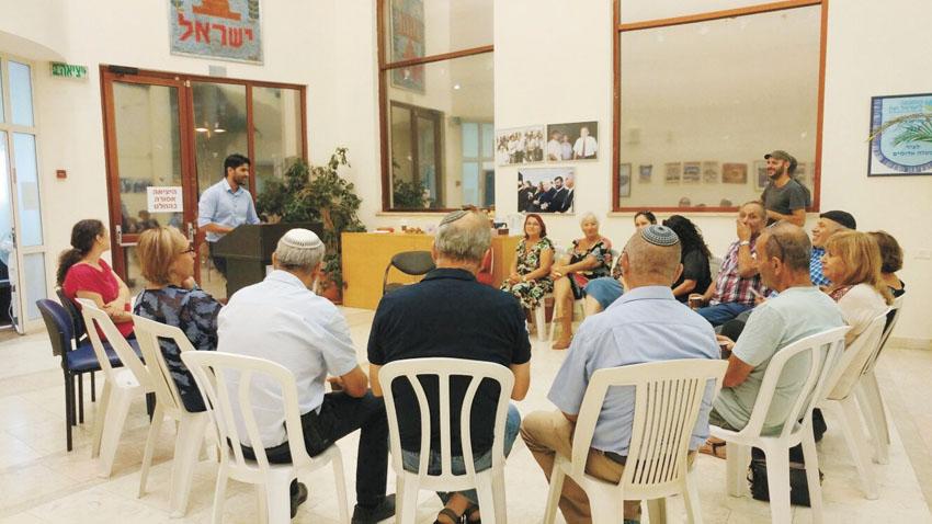 התכנסות מערך המתנדבים לסיכום התרגיל (צילום: עיריית מעלה אדומים)