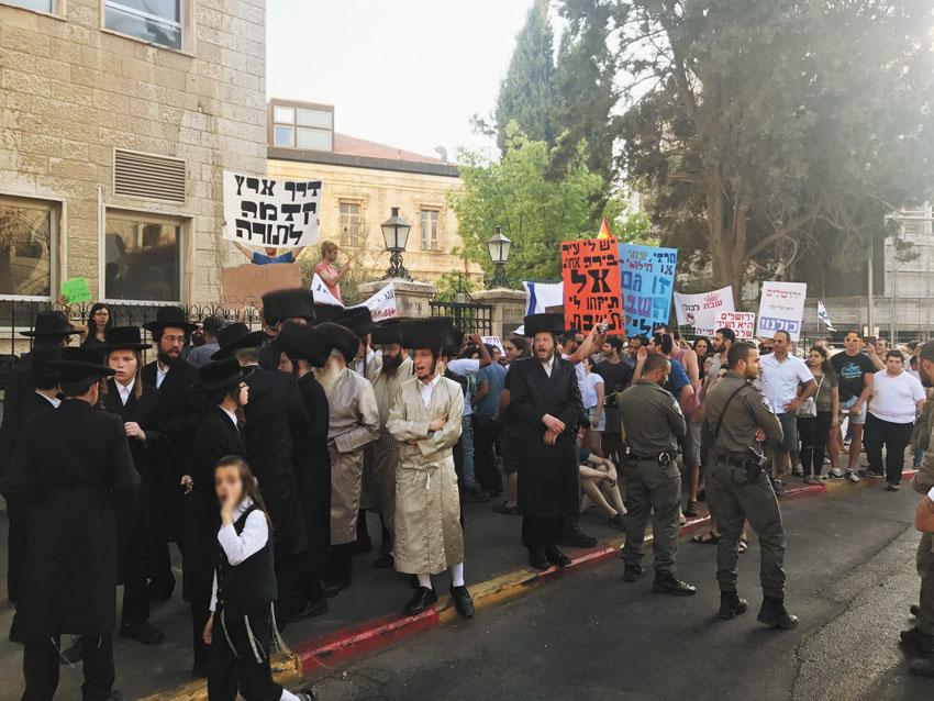 הפגנות החילונים והחרדים בשבת (צילום: דוברות המשטרה)