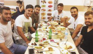 שחקני קטמון בארוחה בפינתי (צילום: אינסטגרם)