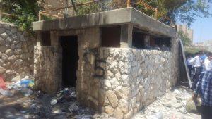 פירוק ביתני אשפה בעיר (צילום: אגף אכיפה ושיטור)