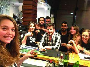 צוות סטודנטים מלצרים בסושי רחביה (צילום: באדיבות סושי רחביה)