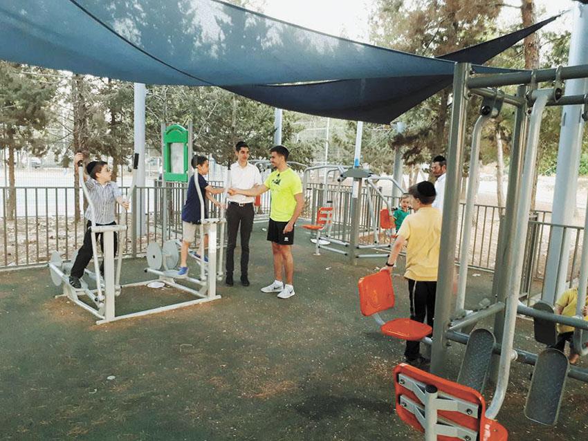 שיעור ספורט בתלמודי תורה (צילום: אלי וייזר)
