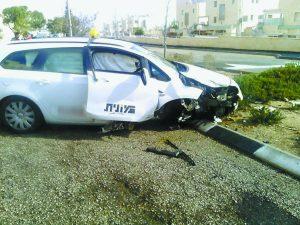 תאונה בין מונית לבין משאית בגילה (צילום: דוברות המשטרה)