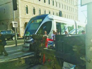 תאונה ברכבת הקלה (צילום: דוברות המשטרה)