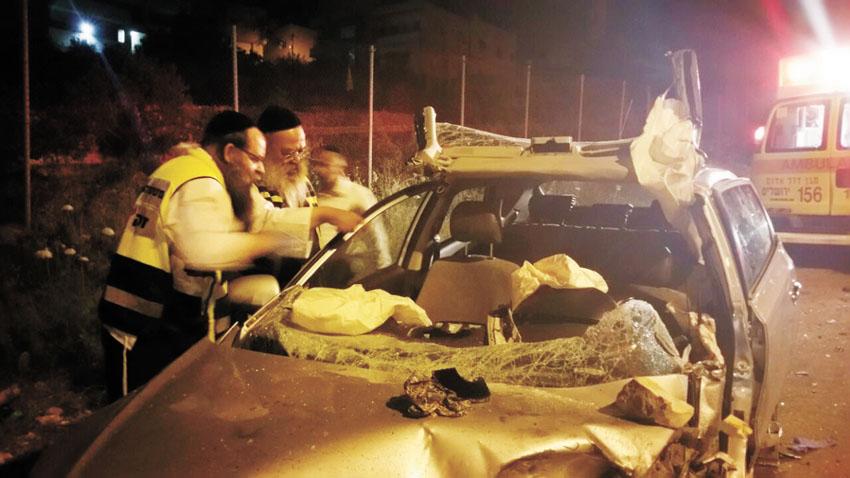 """תאונת דרכים בכביש בית""""ר עלית ירושלים (צילום: זק""""א)"""